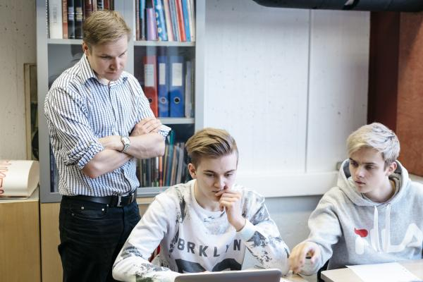 Boys and teacher in general upper secondary education in Finland by Elina Manninen / Keksi / Finland Promotion Board