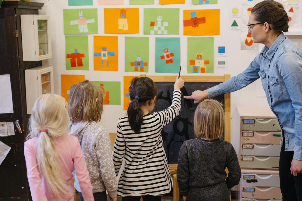 Teacher and children at a Finnish kindergarten. Photo by Elina Manninen / Kuvatoimisto Keksi / Finland Promotion Board